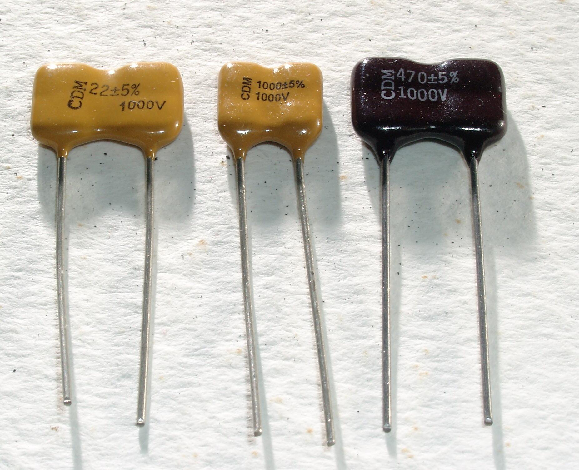 4 Glimmerkondensatoren  3900 pF  500 V 5/% Silver Mica